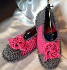 Chaussons avec semelles en tricot fait main  pour femme ,fille Pulls, Crochet Necklace, Baby Shoes, Creations, Bonnets, Kids, Clothes, Jewelry, Fashion