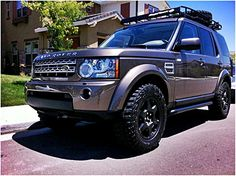 LR4 with Baja Rack...just needs the compass vinyl. Nice wheels! Don't you think so? www.landroversanjuantx.com