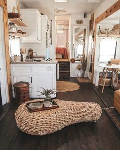 Rv Interior, Interior Ideas, Van Home, Tiny House Living, Rv Living, Remodeled Campers, Tiny House Design, House On Wheels, Sweet Home