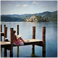 Reading by the lake... (Lago d'Orta, Italy)