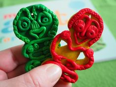 nz green buttons: Maori art for Kids - Review and Giveaway! Art For Kids, Crafts For Kids, Arts And Crafts, Polynesian Art, New Zealand Art, Maori Art, Historical Art, Global Art, Festivals