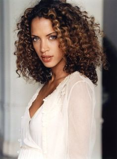 We love long curly hair and here we'll share some fabulous hair styles for lovely locks! In this post you will find the images of Best Long Curly Haircuts Black Curly Hair, Curly Hair Cuts, Long Curly Hair, Curly Hair Styles, Natural Hair Styles, Deep Curly, Natural Beauty, Frizzy Hair, Rainy Day Hairstyles