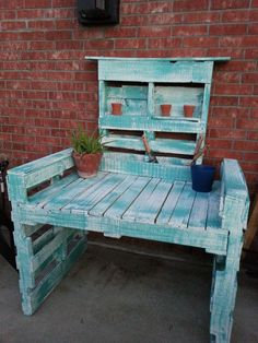 Garden bench.  Pallet recycling.