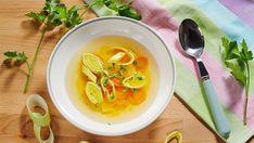 Příprava této bezmasé polévky je tak lehká, že ji můžete klidně nechat na dětech.