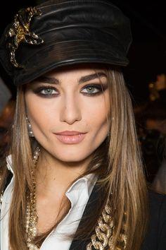 Retro hat, smokey eye makeup.