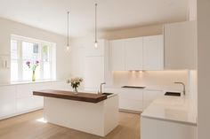 Pure, white kitchen with solid walnut counter New Kitchen Interior, White Kitchen Decor, Kitchen Room Design, Modern Kitchen Design, Home Decor Kitchen, Home Kitchens, Interior Design Engineering, Home Interior Design, Cuisines Design