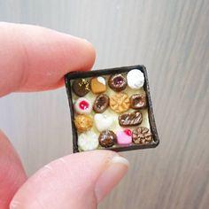 12月26日(月) ボンボンショコラの箱詰めです  #ミニチュアチョコレート専門店 #ミニチュア#ミニチュアフード#ミニチュアスイーツ#フェイクフード#フェイクスイーツ#ドールハウス#食品サンプル #スイーツ#チョコレート#ショコラ#ボンボンショコラ#箱詰め#詰め合わせ #樹脂粘土#ハンドメイド #miniature#handmade#miniaturefood#fakesweets#instagramjapan#chocolate#sweets