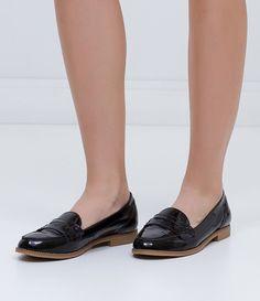 Sapatilha feminina  E verniz  Marca: Satinato  Material: verniz       COLEÇÃO INVERNO 2016     Veja outras opções de    sapatilhas femininas.          Sobre a marca Satinato     A Satinato possui uma coleção de sapatos, bolsas e acessórios cheios de tendências de moda. 90% dos seus produtos são em couro. A principal característica dos Sapatos Santinato são o conforto, moda e qualidade! Com diferentes opções e estilos de sapatos, bolsas e acessórios. A Satinato também oferece para as…