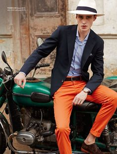 Part of the HBC company, Hudson's Bay joins Lord & Taylor in enlisting model Adrien Sahores for its spring 2016 men's catalogue. The top French model is photographed by Daniel Riera for the picturesque outing. Embracing styles with an inspired Cuban motif, Adrien is outfitted by Christopher Campbell (Atelier Management). Tailoring is front and center …