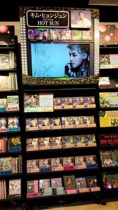 ちなみに… リダのプロモブース TUTAYA渋谷店は、地下1階 にこれしかなかった(இдஇ`。) pic.twitter.com/u7oQerjvke