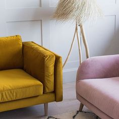 Pink and mustard - or pink and green? Which colour combination do you prefer? Wattle And Daub, Mid-century Modern, Contemporary, Colour Combo, New Living Room, Home Office Design, Office Ideas, Modern Interior, Terracotta