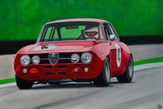 Painting of a red Alfa Romeo GT by Geert-Jan de Bont (www. geertjandebont.com)