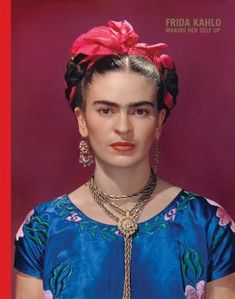For 10 years, photographer Nickolas Muray and artist Frida Kahlo had an affair. During this time, Muray shot a colorful collection of Frida Kahlo photos. Diego Rivera, Frida E Diego, Frida Art, Frida Kahlo Artwork, Nickolas Muray, Blue Silk Dress, Blue Satin, Blue Blouse, Mexican Artists
