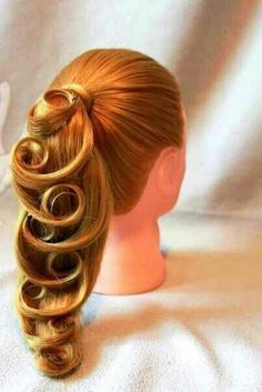loose braids Learn the step by step tutorial on how to do Dutch braids on yourself. Braided Hairstyles Updo, Up Hairstyles, Pretty Hairstyles, Wedding Hairstyles, Bun Updo, Fashion Hairstyles, Bridal Braids, Bridal Hair, Messy Bun With Braid