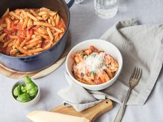 One-pot red pepper pasta with chicken - Pro One Pot Dishes, One Pot Meals, No Cook Meals, Pasta Carbonara, Red Pepper Pasta, Vegetable Puree, Kitchen Stories, Chicken Pasta, Chicken