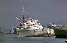 ss Nieuw Amsterdam sloop – Waterrimpels Abandoned Ships, Abandoned Cars, Abandoned Vehicles, Ship Breaking, Holland America Line, Rust In Peace, Merchant Navy, Shore Excursions, Shipwreck