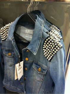 Mens Studded Denim Jacket - Before time coat were consider as an important part of the Men's clothes. Jackets keep us warm Denim Fashion, Love Fashion, Fashion Outfits, Festival Looks, Jean Diy, Rock Style, My Style, Kleidung Design, Studded Denim Jacket