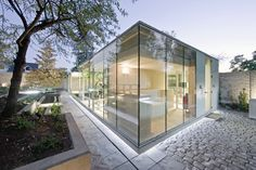 Spa Atrapa Árbol / LAND arquitectos    check out walls that permits the house to be transparent glass