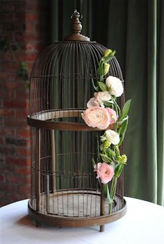 For Shannon: Bird cage with floral decoration, for cards to go into :) (I have the bird cage & cards sign) Bird Cage Centerpiece, Centerpieces, Hotel Wedding, Chic Wedding, Rustic Wedding, Dream Wedding, Large Bird Cages, Vintage Birds, Vintage Birdcage