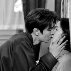 Korean Drama Movies, Korean Actors, Lee Min Ho Kiss, Kim Go Eun Style, Lee Min Ho Photos, Love Scenes, Kdrama Actors, Handsome Actors, Drama Korea