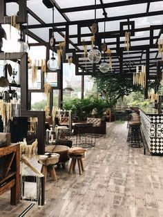 Outdoor cafe design with many tables Outdoor Restaurant Patio, Rooftop Restaurant, Outdoor Cafe, Restaurant Exterior Design, Cafe Interior Design, Cafe Design, Cafeteria Design, Restaurant Themes, Restaurant Concept