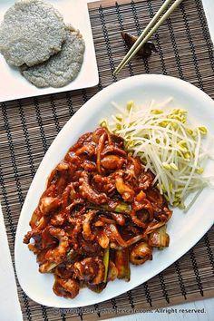 무교동 매운 낙지 볶음 레시피 Asian Recipes, Gourmet Recipes, Cooking Recipes, K Food, Food Menu, Korean Street Food, Korean Food, Daily Meals, Food Design