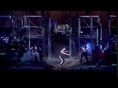 """Netinho cantando """"Barracos"""" no Coliseu de Lisboa em Portugal em 1998. Show do CD """"Me Leva""""."""