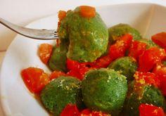 No se exactamente porqué estas bolitas verdes de espinacas y ricotta se llaman así: malfatti en italiano quiere decir mal hechos...