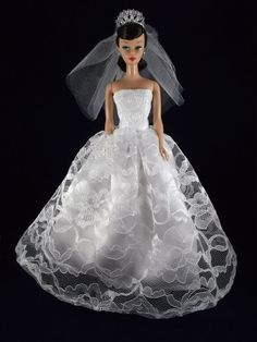 Beautiful Wedding Lace Dress Gown, Veil and accesories
