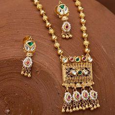 Buy 22K Jadtar Necklace Set for Women At jewelegance.com Diamond Necklace Set, Diamond Jewellery, Antique Jewelry, Gold Jewelry, Women Jewelry, Pearl Necklace Designs, Jewelry Website, Latest Jewellery, Jewelry Stores