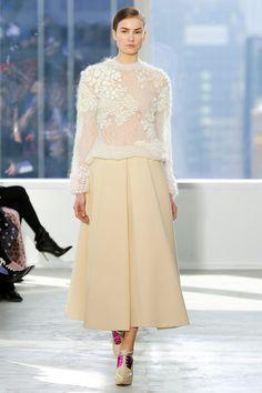 Delpozo - New York Fashion Week - Aisle Style Inspiration Autumn/Winter Knit Fashion, Fashion Week, New York Fashion, Runway Fashion, High Fashion, Winter Fashion, Fashion Show, Fashion Looks, Fashion Design
