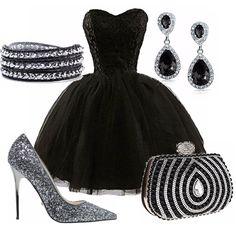 Outfit Dark Princes, splendido abito nero con gonna in tulle molto ampia, con corpetto ricamato, adatto per una serata elegante o per un occasione speciale. Outfit per tutte le principesse stilose.