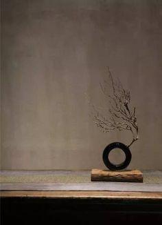 Wabi Sabi, Ikebana Flower Arrangement, Flower Arrangements, Le Vent Se Leve, Japanese Interior, Zen Art, Arte Floral, Pics Art, Vases