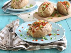Delicious potato recipes provided by Potatoes USA. Learn why potatoes are the number one side-dish vegetable. Find fast, simple recipes to more advanced potato dishes. Healthy Baked Potatoes, Healthy Potato Recipes, Quick Recipes, Cook Potatoes, Vegetable Recipes, Potato Pasta, Potato Dishes, Kids Meals, Easy Meals