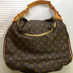 Louis Vuitton extra pics Extra pics Louis Vuitton Bags Shoulder Bags