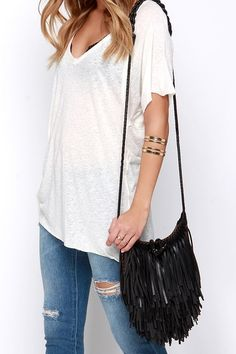 This Year's Must-Have Festival Style + Beauty Easy tees, fringe bags, casual boho styles...you guessed it! Festival season is on its way! Today on S2S I'm sharing my go-to festival look and all of my favorite outfit pieces, bags, shoes, accessories and beauty needs for this year's festivals! Whether you're heading to Coachella or something more local, we've got all the shopable inspo you need #festivalstyle #coachellastyle #festivaloutfit #whattowear #fringebag #tornjeans #outfitblogger…