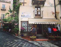 A nice place to eat and drink in the Island of Lipari / Un posticino grazioso dove mangiare e bere qualcosina nell'Isola di Lipari