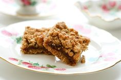 Date Crumble Cookie. Best cookie in the entire world -- for grown ups that is. Bon Dessert, Dessert Bars, Canadian Food, Canadian Recipes, Good Food, Yummy Food, Desert Recipes, Cookie Bars, No Bake Desserts