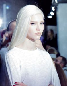 New hair white blonde pale skin Ideas Modelo Albino, Alena Shishkova, White Blonde, Long White Hair, Pale Skin, Platinum Blonde, Silver Hair, Hair Goals, Colorful Hair