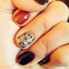 Such a cute vintage fall nail design!
