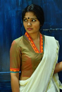 Mylanchi Theyyam Blouse – The Kaithari Project Saree Blouse Neck Designs, Saree Blouse Patterns, Fancy Blouse Designs, Dress Designs, Pattern Blouses For Sarees, Traditional Blouse Designs, Dress Patterns, Stylish Blouse Design, Model Photos