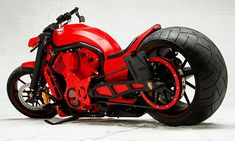 If Porsche had made the Vrod instead of Harley I doubt it would look like this.but it's pretty damn cool! Vrod Custom, Bobber Custom, Custom Bikes, Custom Choppers, Custom Cars, Motos Harley Davidson, Vintage Harley Davidson, Gt Bikes, Cool Bikes