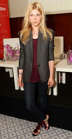 Clemence Poesy in a gray blazer, burgundy blouse, dark denim jeans, & flowered flats Hipster Grunge, Grunge Goth, Street Style Vintage, Parisian Style, Over The Top, Rockabilly, Clemence Poesy, Blazer With Jeans, Casual Blazer