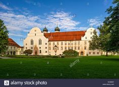 Download this stock image: Basilica of St. Benedict monastery gate, cloister, Benedictine monastery Benediktbeuern, Benediktbeuern, Upper Bavaria, Bavaria - ecme67 from Alamy's library of millions of high resolution stock photos, illustrations and vectors.