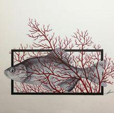 F.SH est un dessin réalisé au stylo bille par Mina Bruchon.   Mina Bruchon explore son univers graphique au travers du tatouage. Ses illustrations surréalistes se transposent alors sur le papier ou la peau: animaux et végétaux sont ses sujets de prédilection.