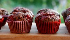 chocolate muffins with raspberries Cap Cake, Czech Recipes, Chocolate Muffins, Baking Recipes, Raspberry, Food And Drink, Cookies, Breakfast, Fitness