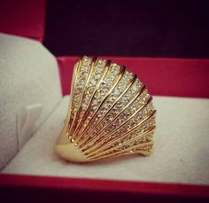 Ali Baba Selani Gold and diamond suppliers Dubai. Gold Jewelry Simple, Gold Rings Jewelry, Black Gold Jewelry, Gold Bangles, Gold Ring Designs, Gold Earrings Designs, Gold Jewellery Design, Gold Jhumka Earrings, Gold Mangalsutra