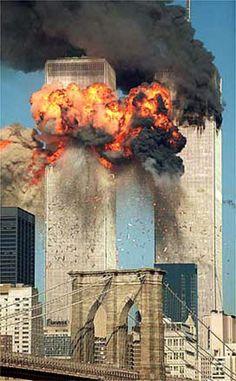 Premio Pulitzer 2002 - Ataque a Torres Gemelas   El instante en que el segundo avión se estrella contra una de las torres
