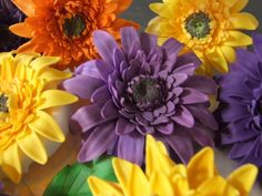 This Gerbera Daisy Tutorial will teach you how to make lifelike sugar Gerber Daisies quick and easy! List of Materials Clean Styrofoam egg...