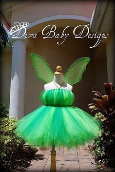 Tinker Bell inspired Birthday Dress or Halloween Costume, via Etsy. This tutu would be easy enough to make. Holidays Halloween, Halloween Crafts, Happy Halloween, Halloween Party, Sibling Halloween Costumes, Tutu Costumes, Tinkerbell Outfit, Tinkerbell Party, Disfraz Peter Pan